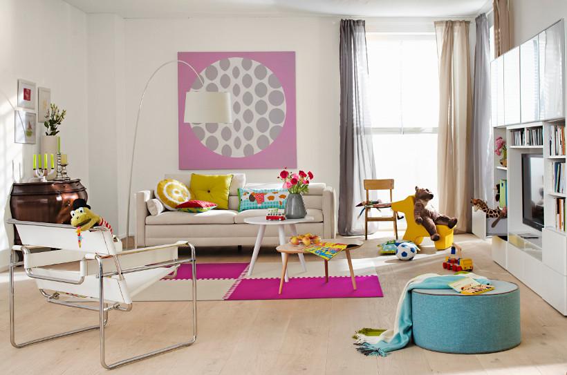 sofa amerykanka w nieco większym, nowoczesnym wydaniu obita jasną tkaniną