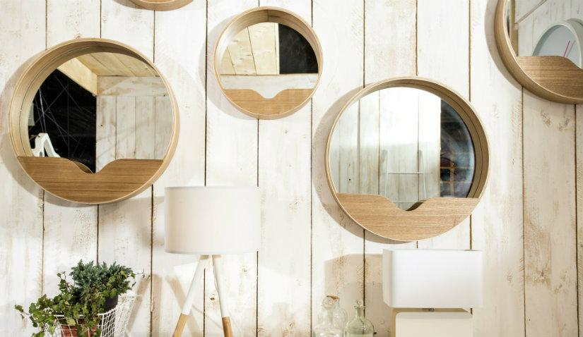 Designerskie lustra w drewnianej ramie