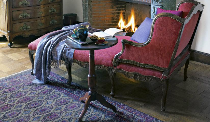 Elegancki fotel z podnóżkiem
