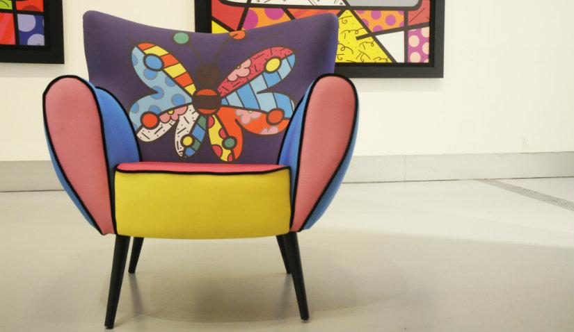 Fotel nowoczesny z kolorowym wzorem