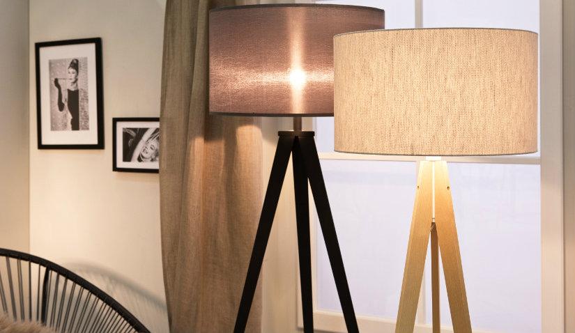 Klasyczne lampy stojące z abażurem