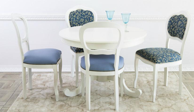 Okrągły biały stół na jednej nodze