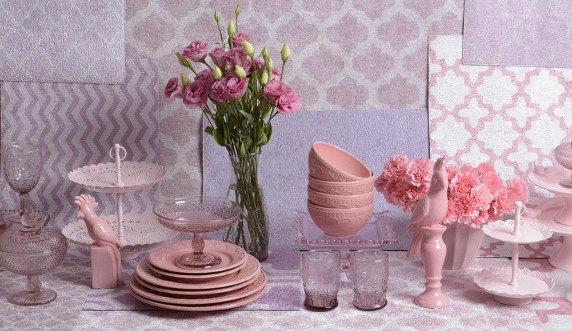 Różowe talerze deserowe