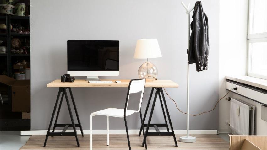 Stolik pod laptopa wygoda w pracy westwing for Scrivanie da arredo