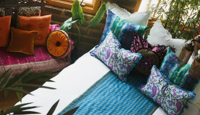 Mała sypialnia w stylu boho