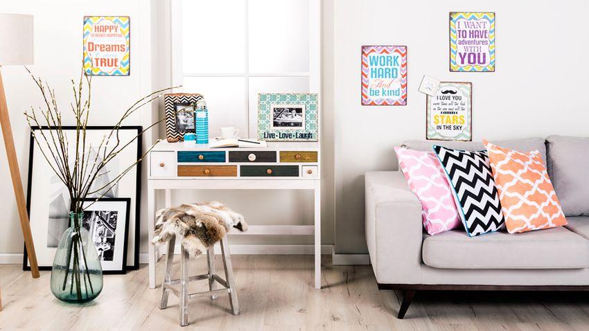 ściany w stylu skandynawskim w przytulnym salonie