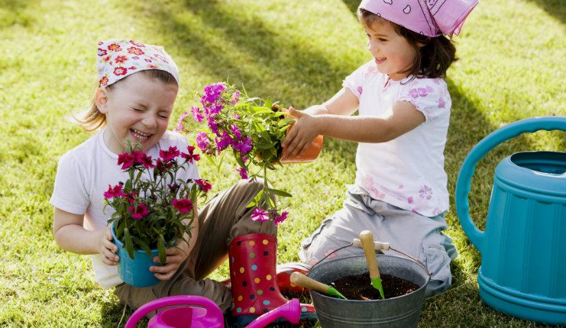 Kącik do wypoczynku w ogrodzie dla dzieci