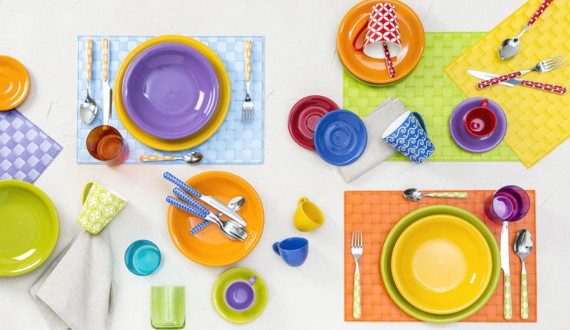 Kolorowe kubki z ceramiki
