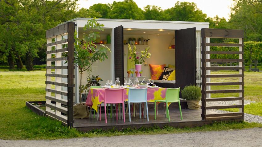 Ogród w stylu skandynawskim i kolorowa altana