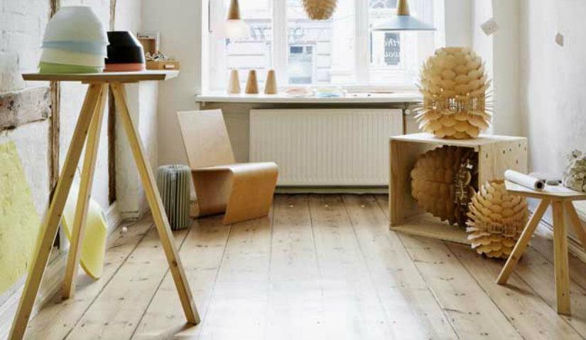 Sosnowa podłoga w stylu skandynawskim