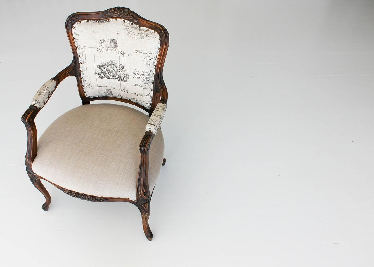 krzesło z podłokietnikiem