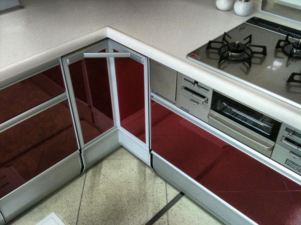 czerwone szafki do kuchni