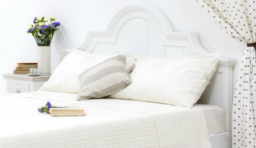 Biała sypialnia w stylu prowansalskim