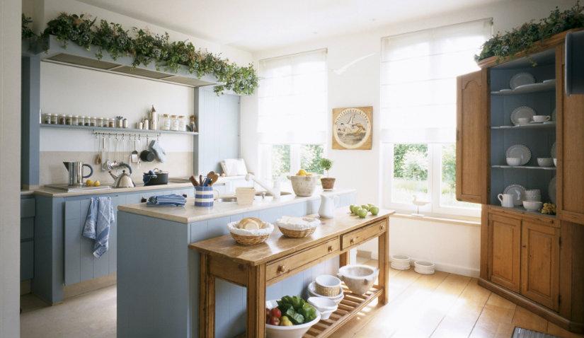 Kolorowe meble kuchenne w stylu rustykalnym