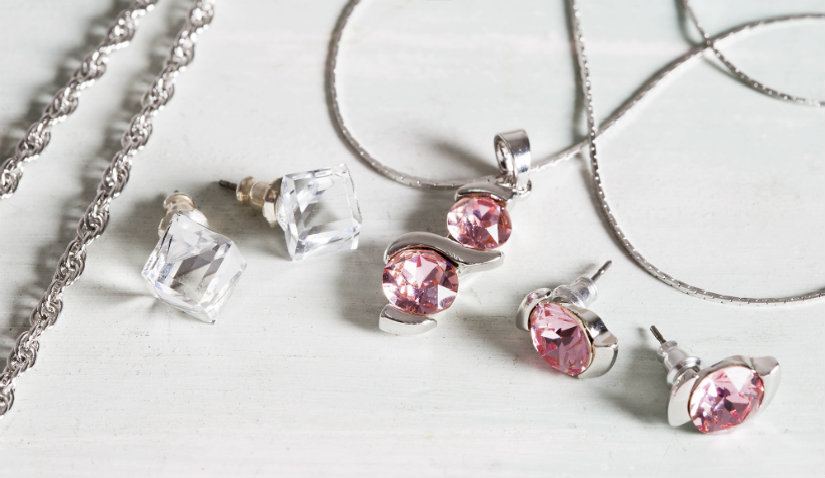 Biżuteria srebrna z różowymi kryształkami
