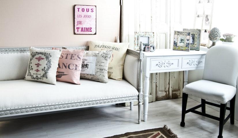 Salon w stylu francuskim w pastelowych kolorach