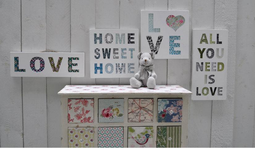 Szary pokój dziecięcy i drewniane panele