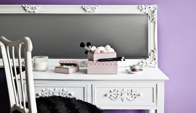 Toaletka lustrzana w kolorze białym