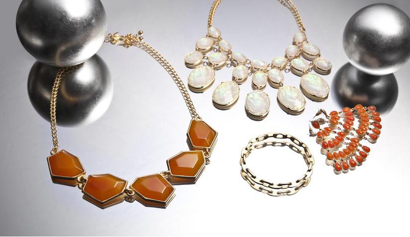 Złota bransoletka z kamieniami