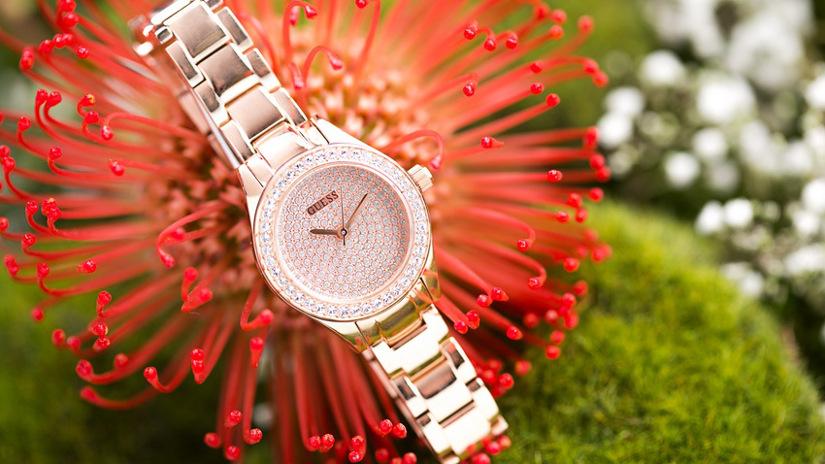 zegarek damski ze złotą bransoletką