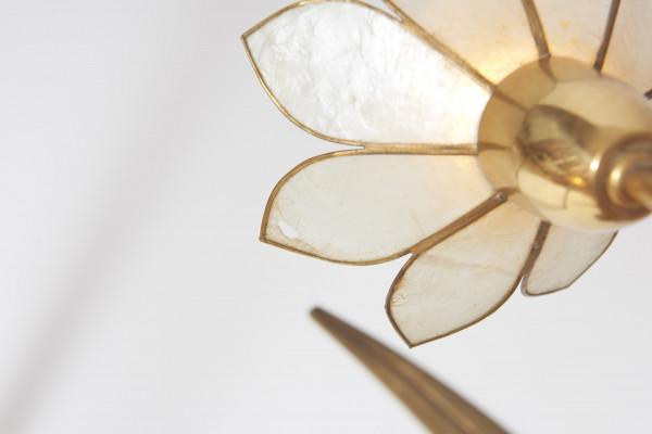 Lustre des années 1980 en laiton et fleurs en nacre