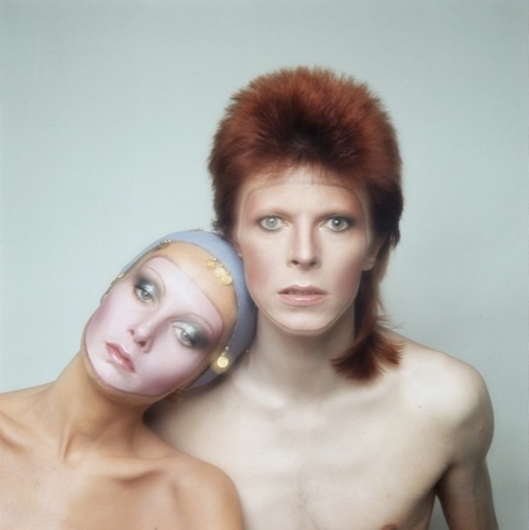 Twiggy and David Bowie on the cover of Bowie's album Pin Ups