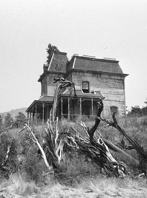 /v/k/d/Hitchcock_s_Psycho_house.jpg
