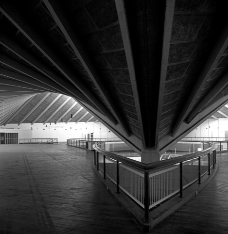 Hyperbolic paraboloid roof