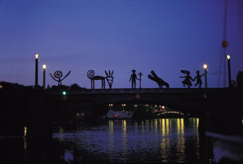 Nadim Karam and Atelier Hapsitus (Naji Moujaes, Ramona Abdo, Makram el-Kadi), Untitled, 1994-1997, Manes Bridge, Prague