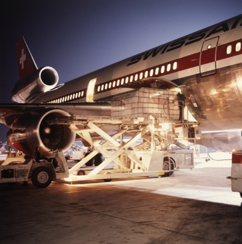 Loading cargo into a DC-10, 1980