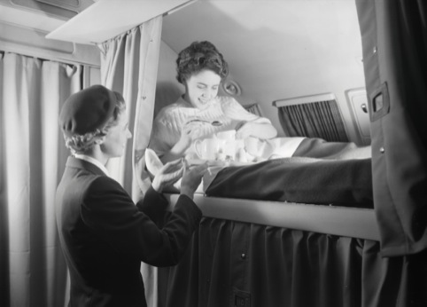 Sleeping cabin in the first class of a DC-6B, 1952