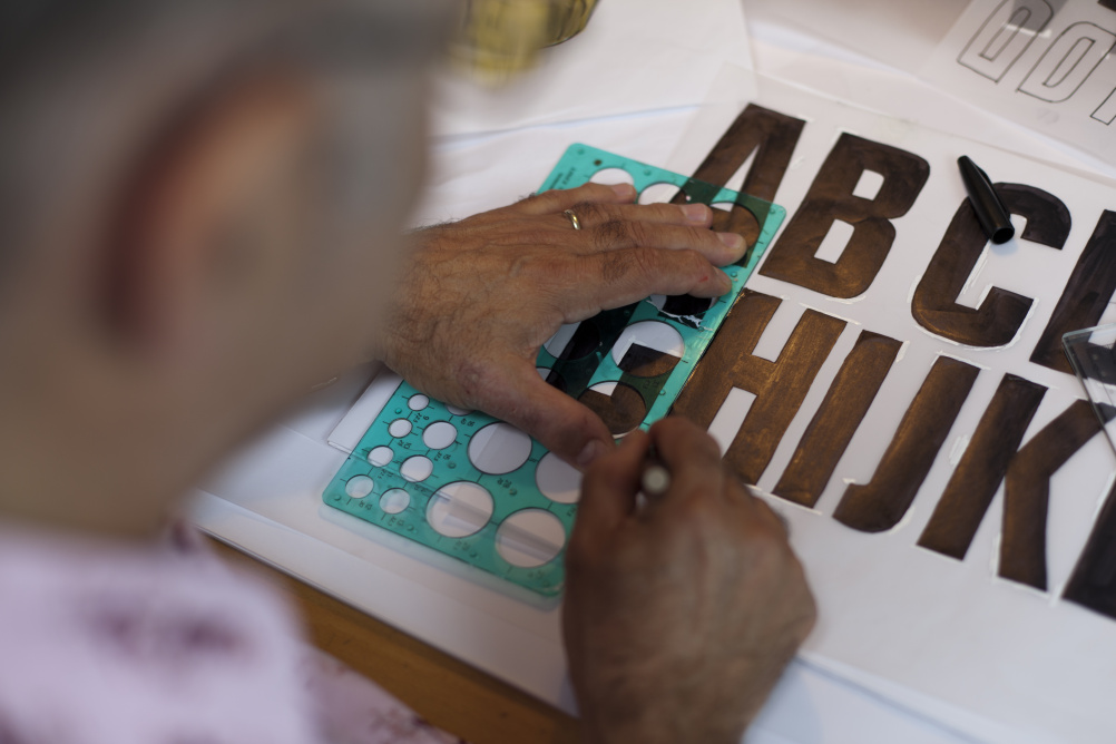 Phil Carter drawing the typeface