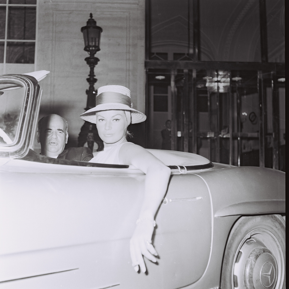 Marcello Geppetti (1933-1998) Anita Ekberg driving a Mercedes, Rome, May 1962