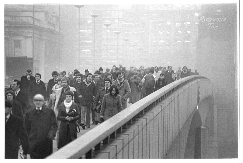 Barry Lewis - Rush Hour from the South Side of London Bridge 1978.
