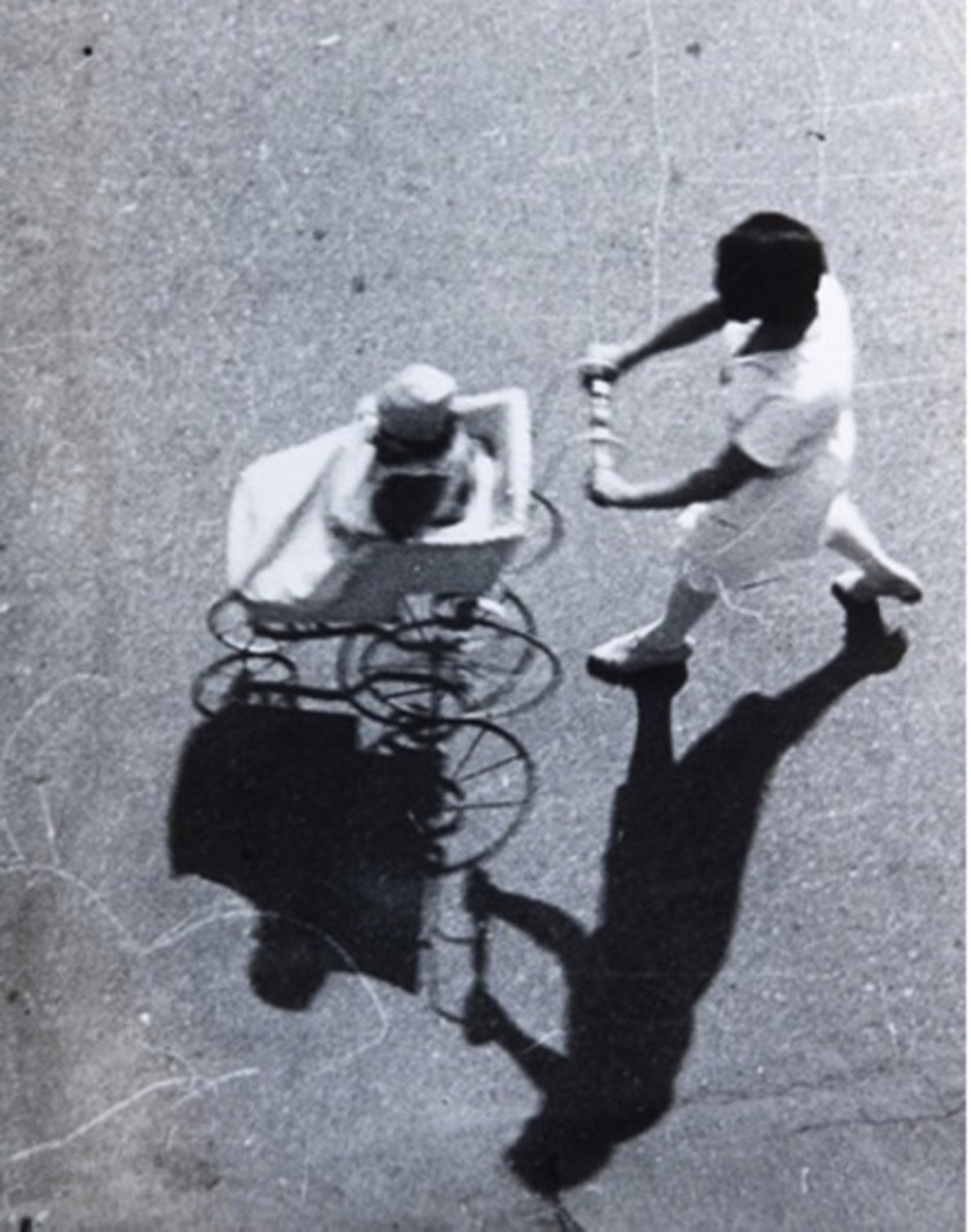 Alexander Rodchenko 1891-1956 Zhenshchina s kolyaskoi (Woman with baby carriage), 1928