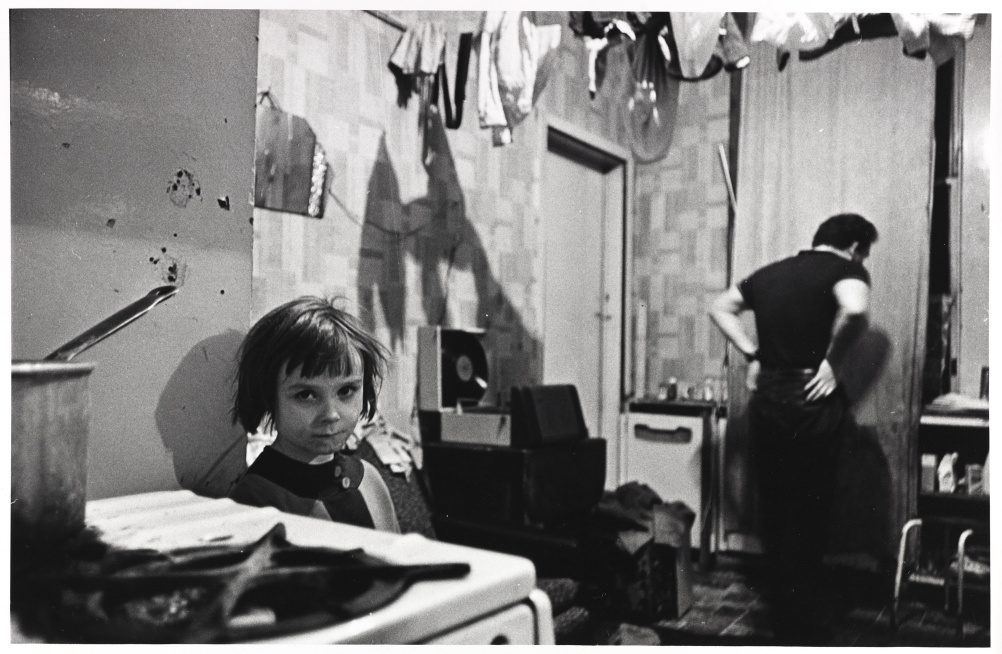 Mr and Mrs Gallagher lived with their 4 children in a ground floor tenement flat. Their bedroom was covered in pools of rainwater. At night they sleep with the light on to keep the rats away. One night they counted 16 rats in the room. Glasgow Maryhill, O