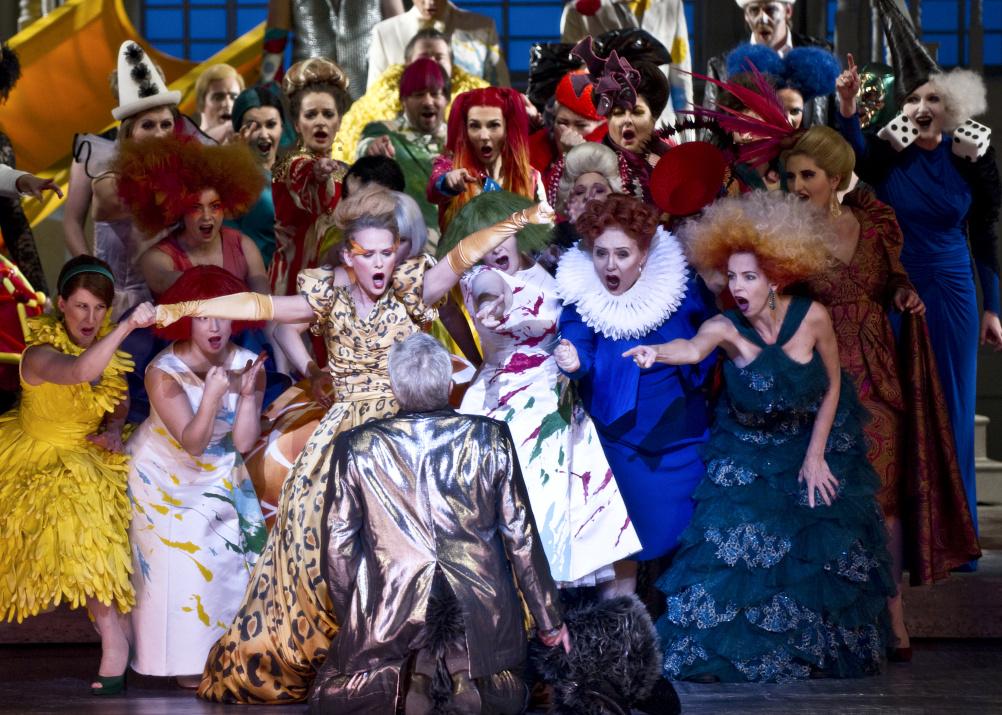 Gary McCann's design of operetta Die Fledermaus