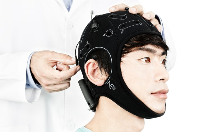 Brain stimulation demonstration by Oxford University. © Oxford University.