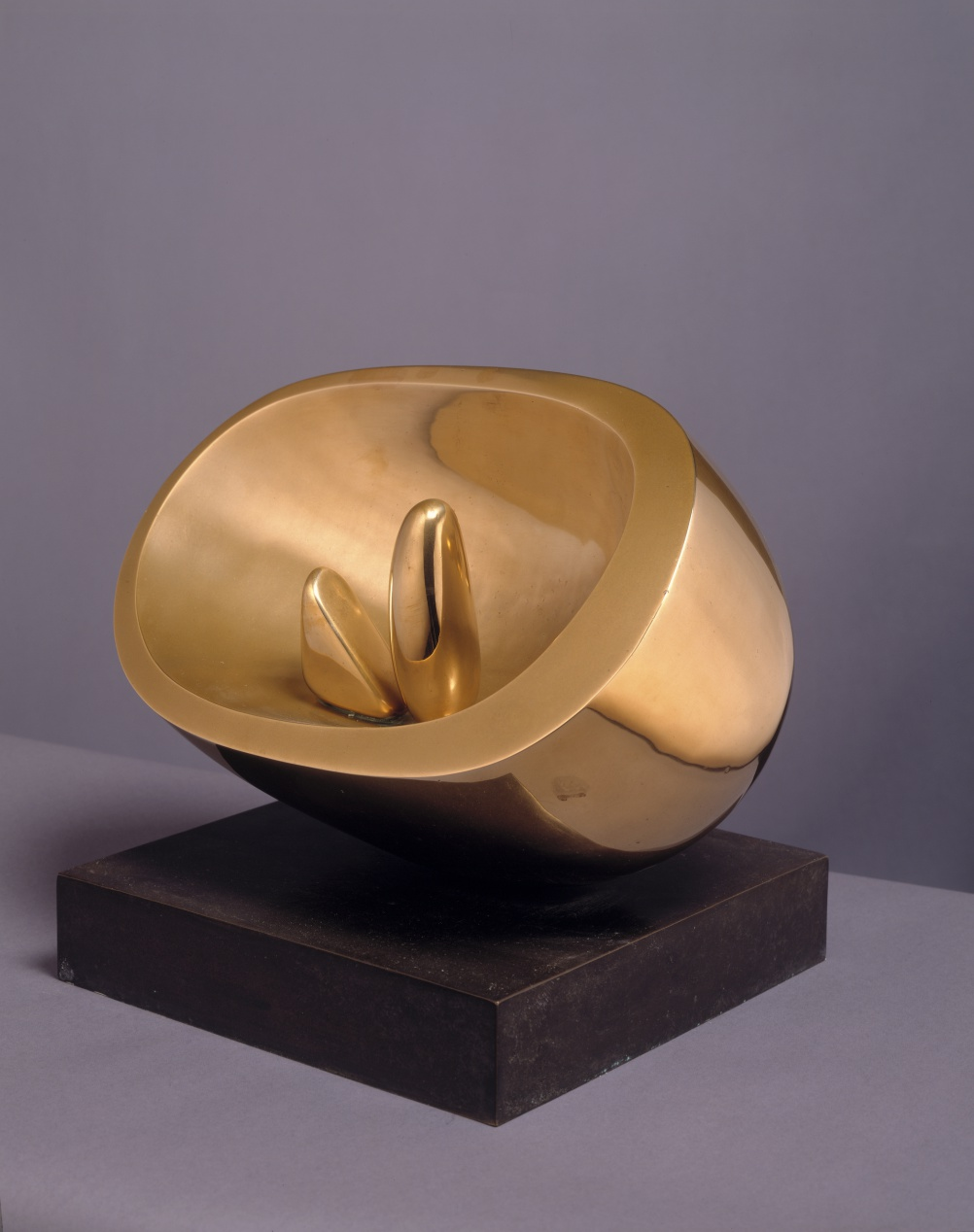 Barbara Hepworth, Oval with Two Forms, 1971. Polished bronze, Courtesy of Hepworth Estate