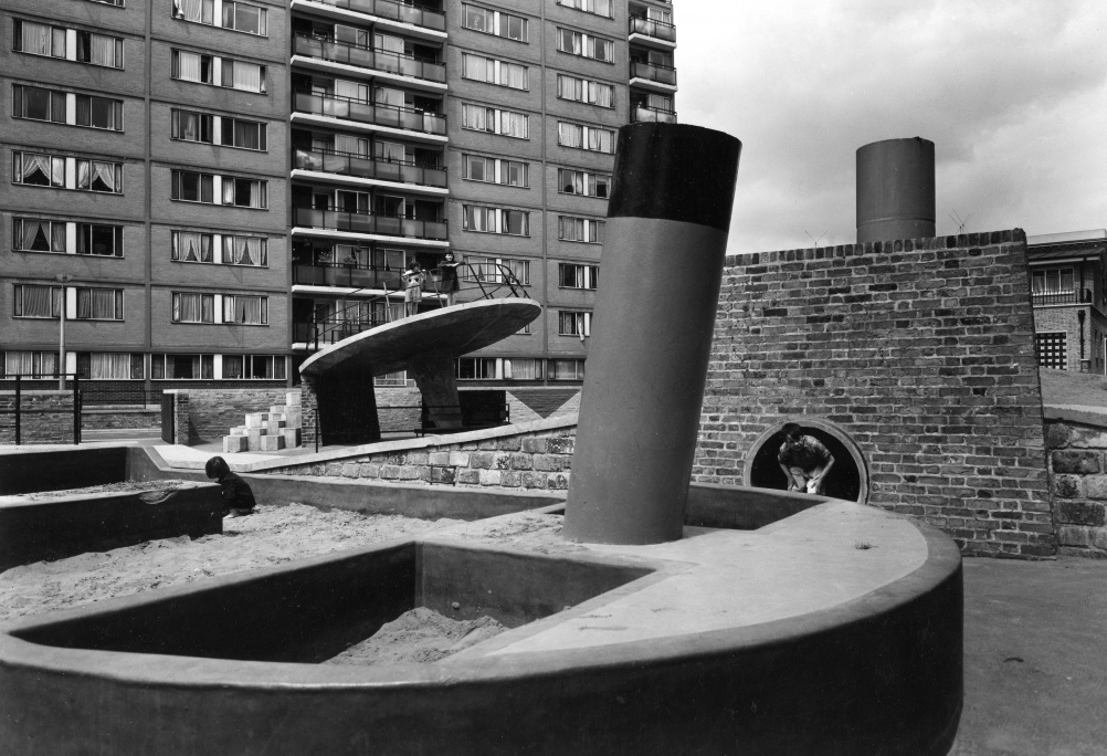 Churchill Gardens, 1956. ©: John Maltby - RIBA Library Photographs Collection.