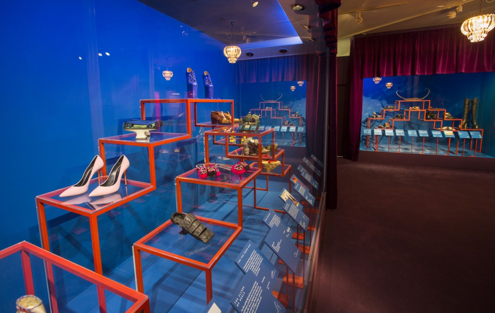 a2._Installation_view_of_Shoes_Pleasure_and_Pain_13_June_2015_-_31_January_2016_c_Victoria_and_Albert_Museum_London