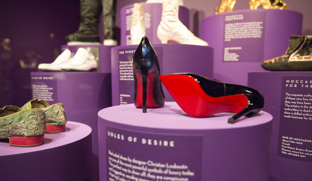 a9._Installation_view_of_Shoes_Pleasure_and_Pain_13_June_2015_-_31_January_2016_c_Victoria_and_Albert_Museum_London