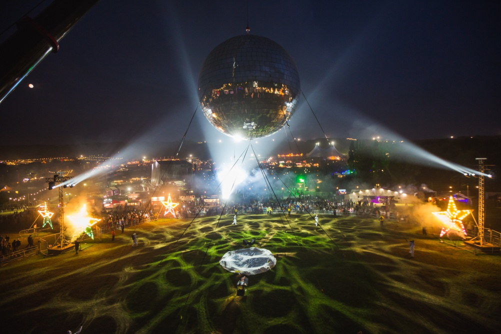 Giant disco ball at Bestival. © Victor Frankowski.