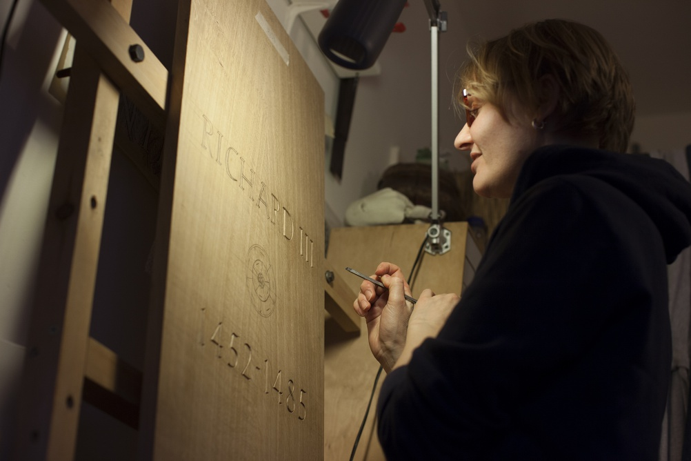Anna Parker carving Richard III's coffin