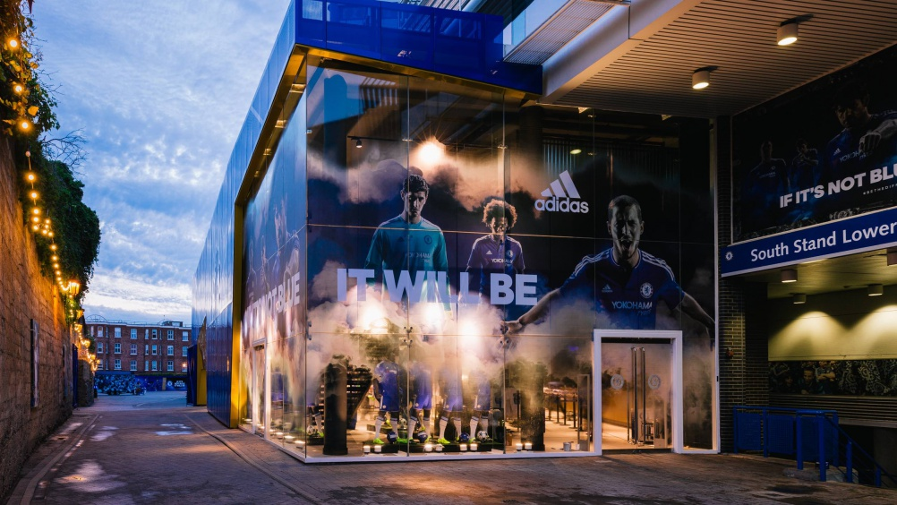 rpa-group Chelsea_Megastore_London_Football_Fanshop_Retaildesign_stireconcept_branding_KD9B2257