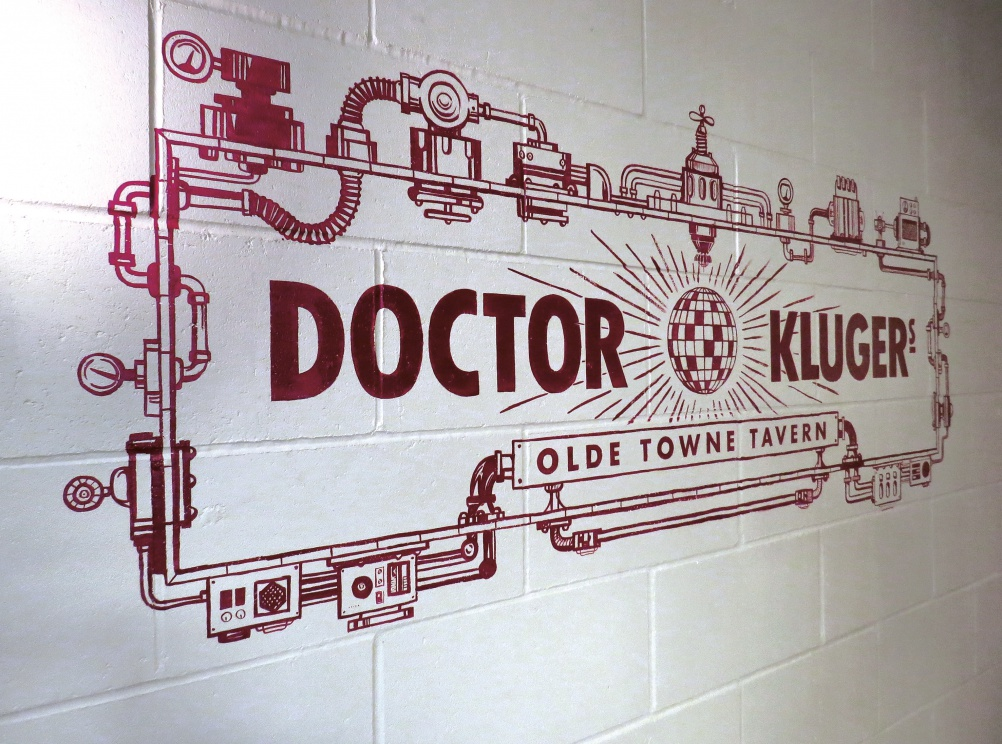 03_DOCTOR KLUGERS_Logo on wall RGB