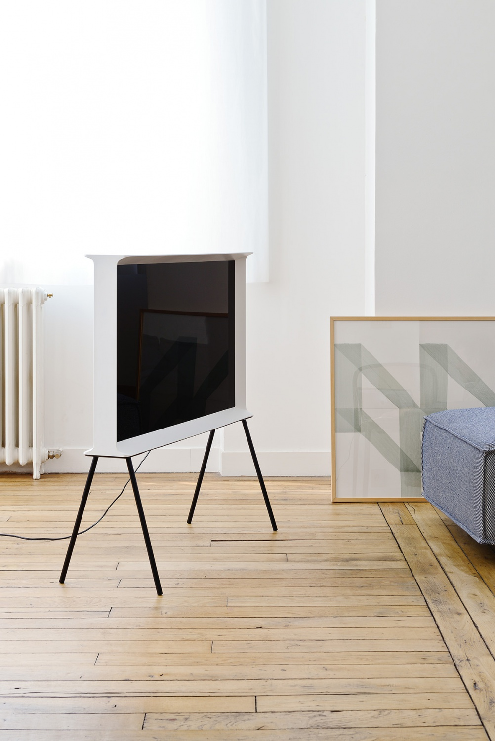 samsung serif tv by ronan erwan bouroullec. Black Bedroom Furniture Sets. Home Design Ideas