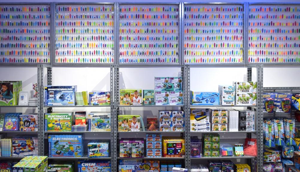 344-05-ScienceMuseumStore-BATStudio