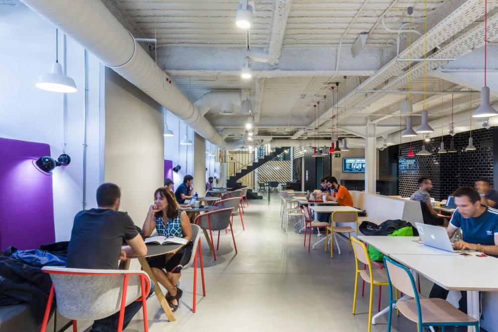 Google Campus Madrid-Campus café - photo Gareth Gardner