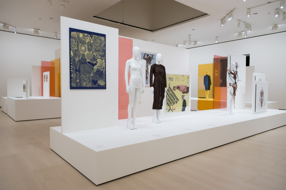 View of the exhibition Making Africa – A continent of contemporary design. © FGMB, Guggenheim Museum Bilbao, 2015.
